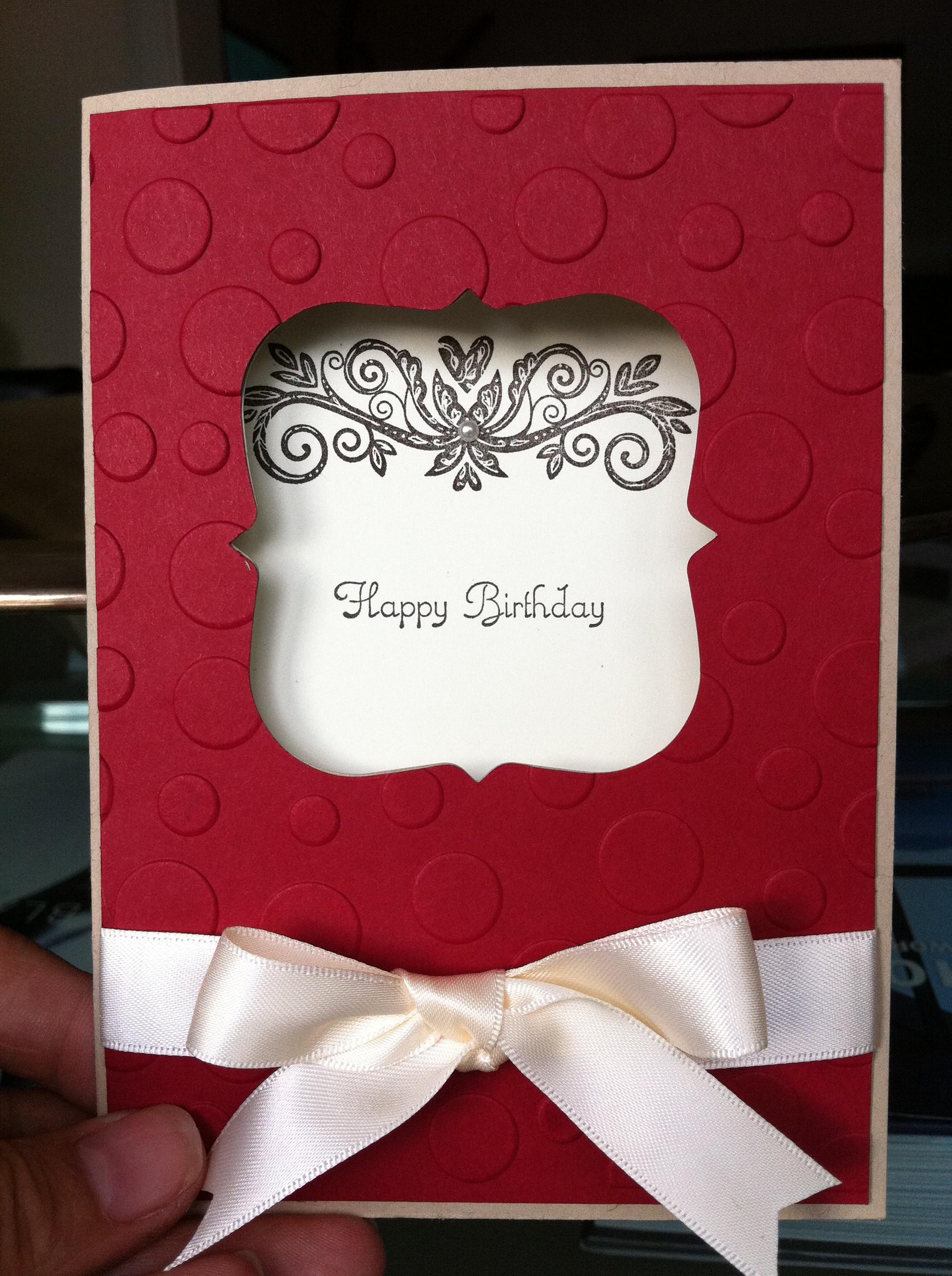 Bitte eine Geburtstagskarte in Rot…