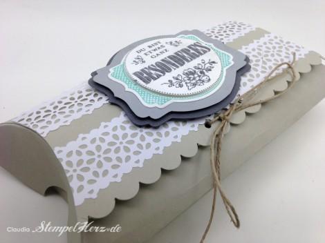 Stampin Up - Stempelherz - Pillowbox - Verpackung - Etwas ganz Besonderes - Framelits Etikett-Kunst - Kreisstanze - Spitzen-Klebeband - Pillowbox Jumbo 04