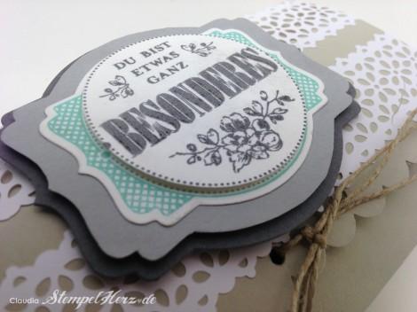 Stampin Up - Stempelherz - Pillowbox - Verpackung - Etwas ganz Besonderes - Framelits Etikett-Kunst - Kreisstanze - Spitzen-Klebeband - Pillowbox Jumbo 06
