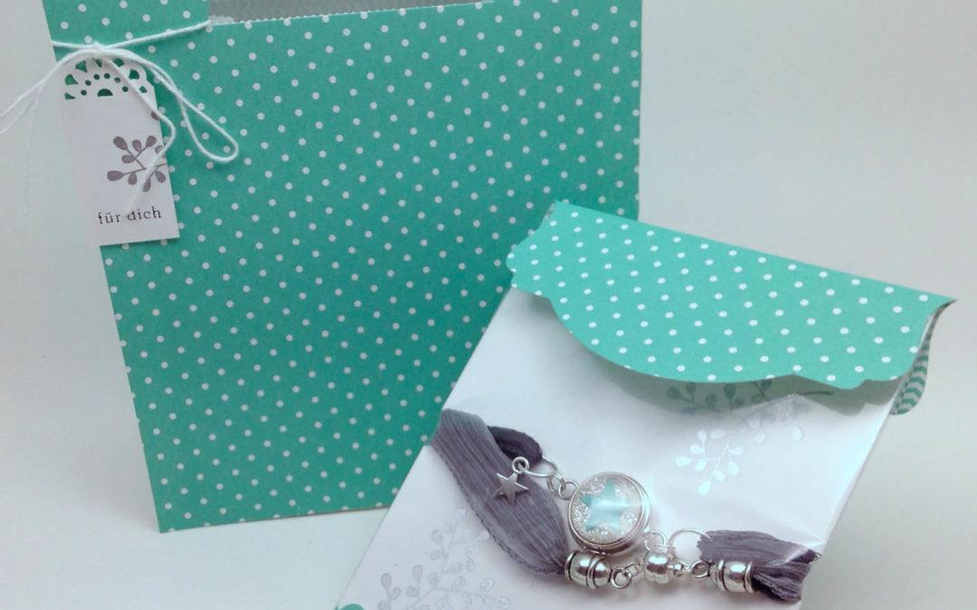 Ein Wickelarmband schön verpackt…