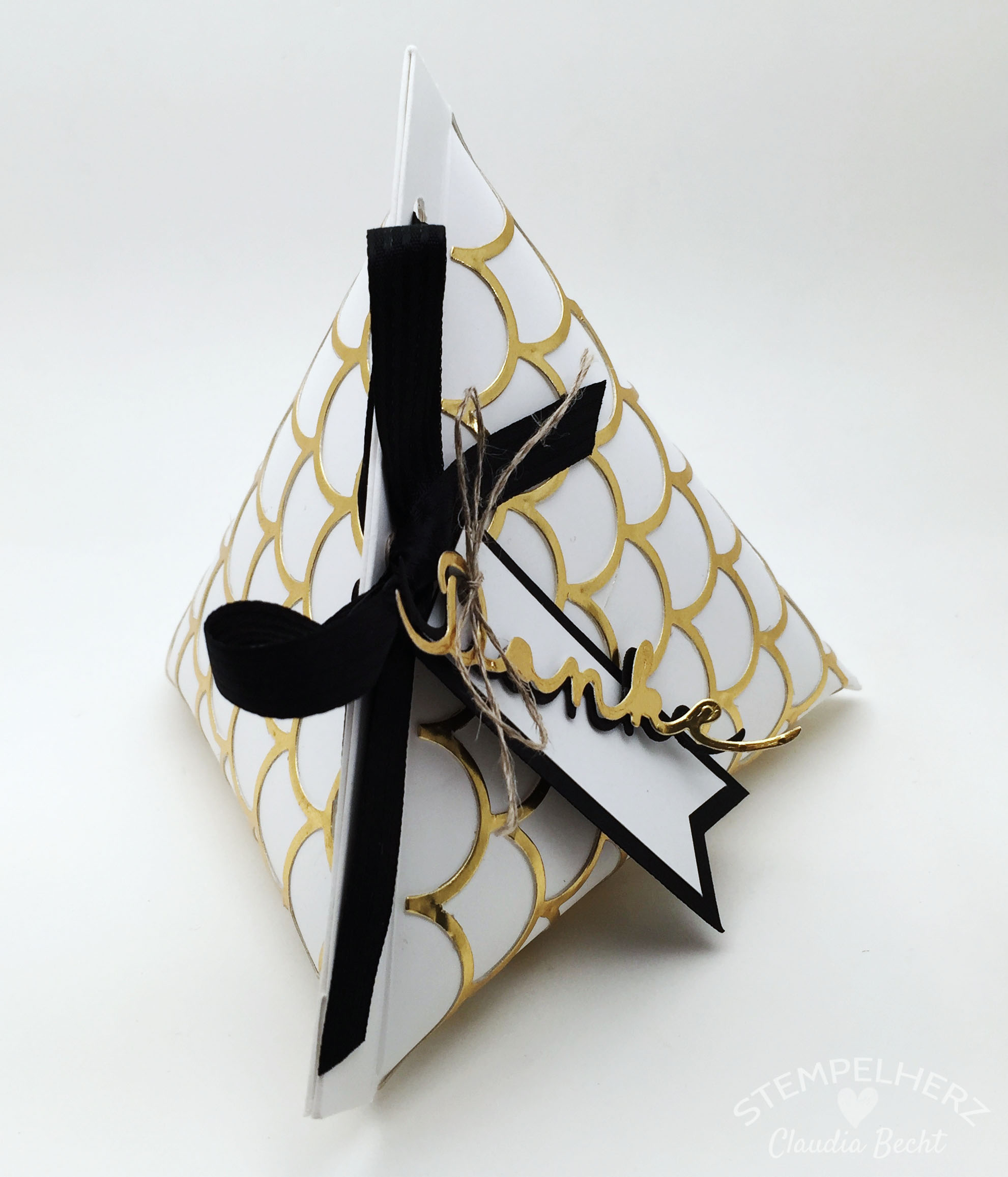 Stampin Up-Stempelherz-Verpackung-Box-Tetra Pak-Verpackung Danke Gold-Schwarz-Weiß 03b