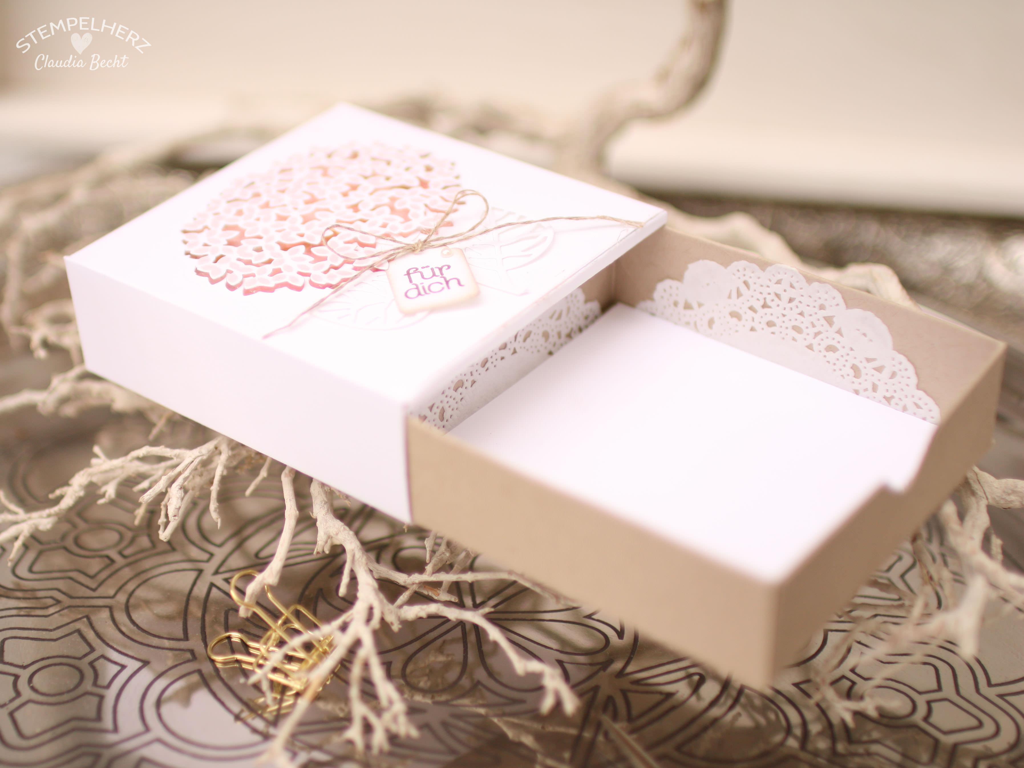 Stampin Up - Stempelherz - Grand Vacation Achievers Blog Hop - Thoughtful Branches - Wald der Worte - Verpackung - Schachtel - Ziehverpackung - Box - Blume - Schachtel Zarte Blume 02