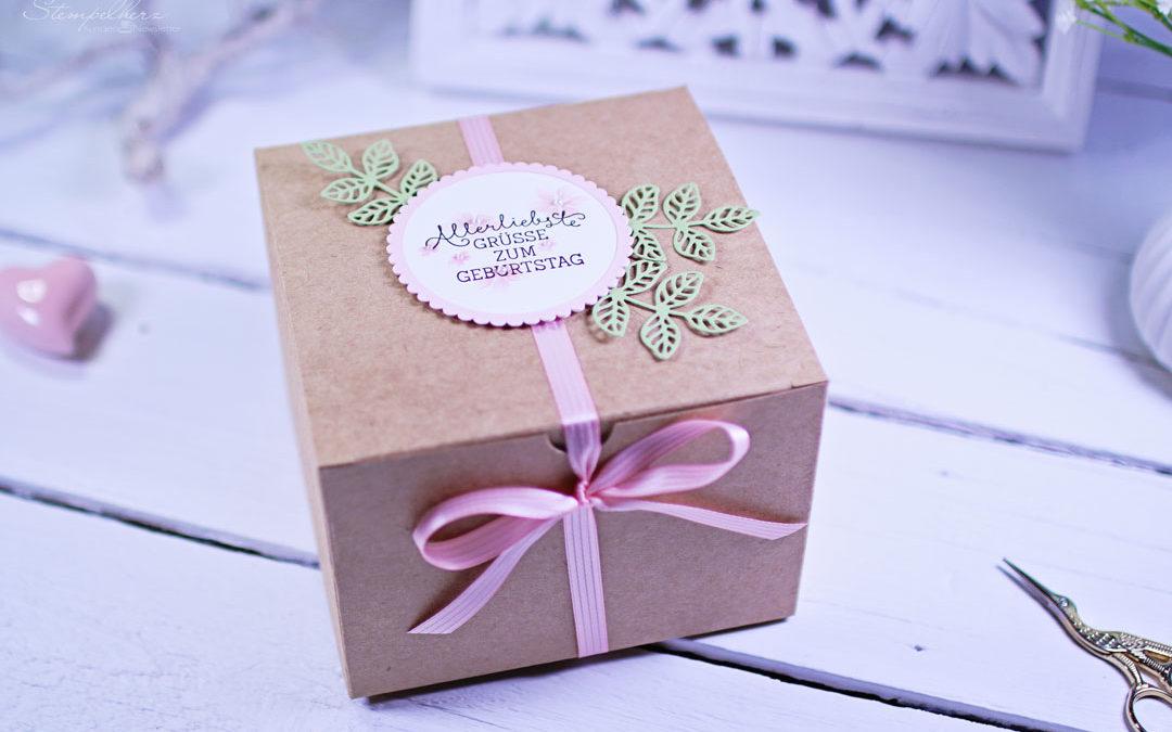 Geschenkbox Bluetenpoesie mit dem Umschlagstanz- und Falzbrett