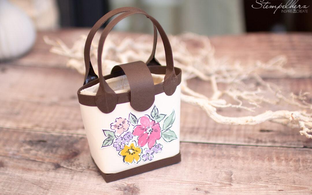 Gutscheinverpackung Blumige Handtasche